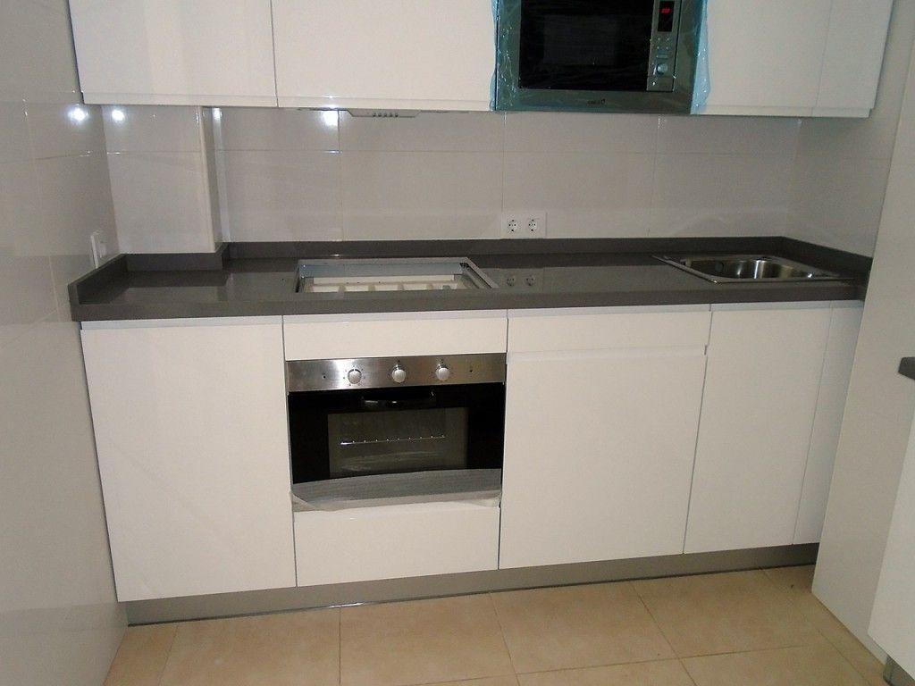 Cocina con puertas lacadas en blanco alto brillo - Cocinas blancas brillo ...