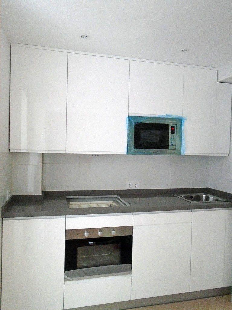 Cocina con Puertas Lacadas en Blanca Alto Brillo
