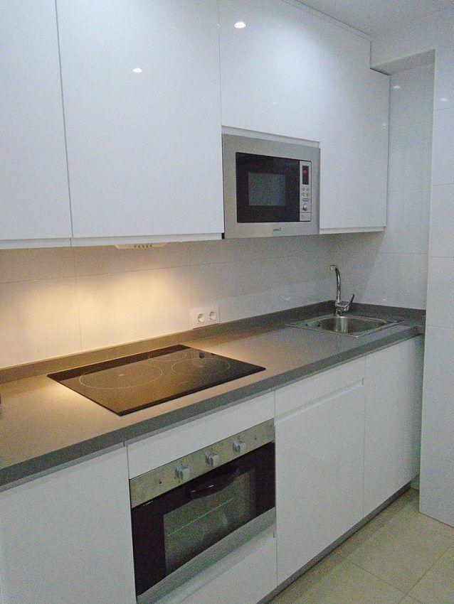 Cocina con Puertas Lacadas en blanca alto brillo Sevilla
