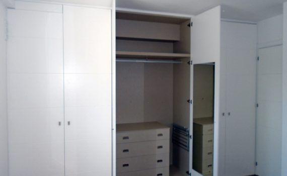 Puertas armarios empotrados archivos mueblesmcaso for Armarios puertas abatibles