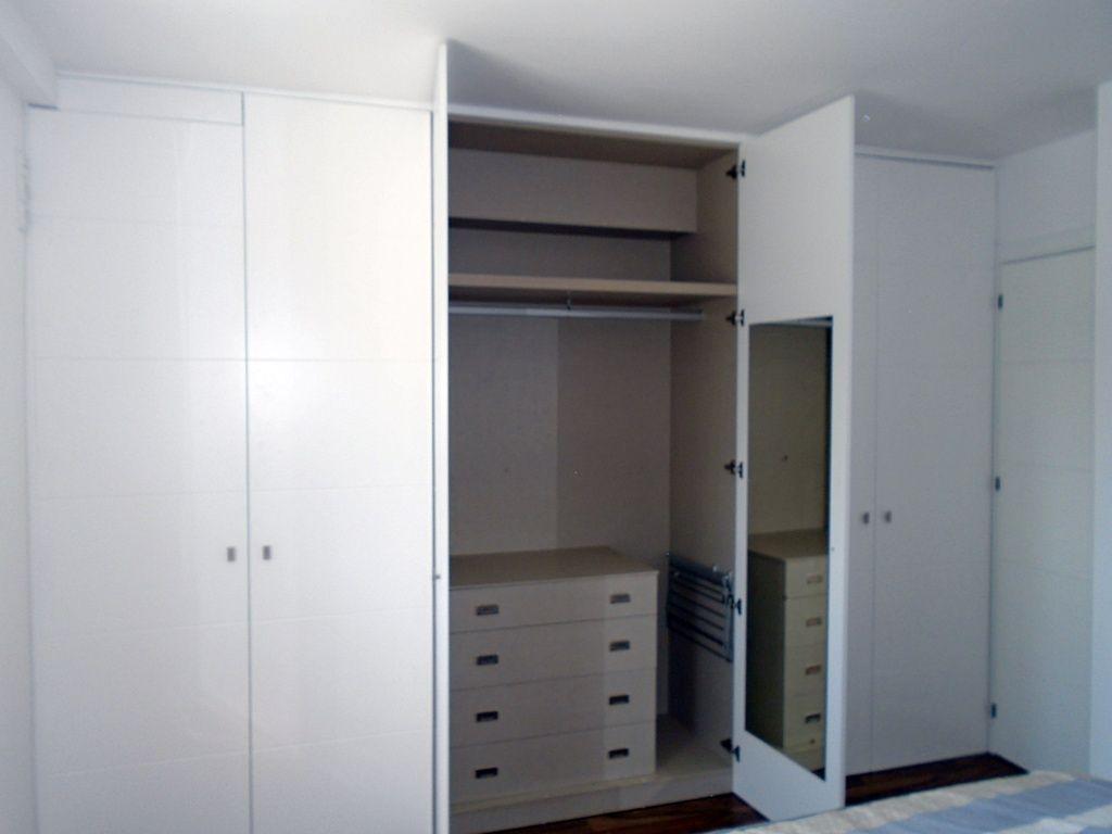 Armario con puertas lacadas abatibles armarios empotrados - Armarios con puertas abatibles ...