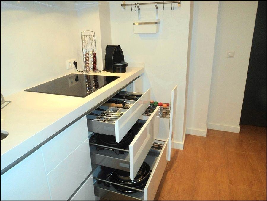 Cocina sin tiradores excellent cocina sin tirador gola a - Tiradores armarios cocina ...
