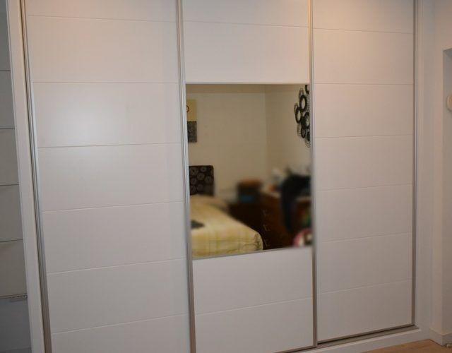 - Armario a medida puertas lacadas (2)